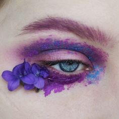 "1,752 Likes, 28 Comments - Dominika (@sune.mua) on Instagram: ""DAY 8 #100daysofmakeupchallenge #eyes #flowers #spring #editorialmakeup #editorial #art…"""