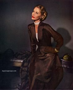 Enka Rayon 1947, Lisa Fonssagrives - Photo by John Rawlings