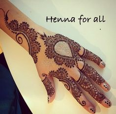 Love the little gold detailing with the traditional mehendi ... Nice fusion