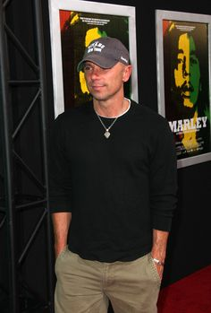 84b8dc51aa8dd Kenny Chesney Photos - MARLEY Premiere.The Dome