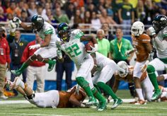 Oregon Ducks linebacker Derrick Malone (22), runs back an interception against the Texas Longhorns in the Valero Alamo Bowl