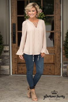 Georgia Bell Sleeve Top - Taupe fashion for over 50 Glamour Farms Boutique Fashion For Women Over 40, 50 Fashion, Look Fashion, Fashion Trends, Fashion Clothes, 40 Year Old Womens Fashion, Fall Fashion, Spring Fashion Casual, Fashion 2020