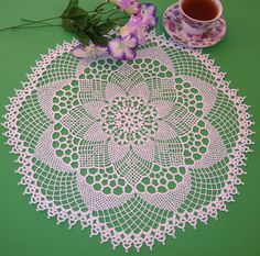 Crocheted doily, Centerpiece in Crocheted Cluny from Lily Design book 204