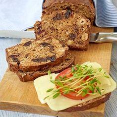 Saftigt och mättande fruktbröd till helgens frukost. Bread Recipes, Baking Recipes, Cake Recipes, Swedish Recipes, Yeast Bread, Salmon Burgers, Banana Bread, Tart, Sandwiches