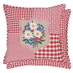 Red and white gingham (of course) pillows. Diy Pillow Covers, Cushion Covers, Custom Pillows, Decorative Pillows, Sewing Crafts, Sewing Projects, Sewing Pillows, Pillow Room, Red Gingham