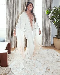 Recently, Bollywood and Hollywood actress Priyanka Chopra also appeared on the Grammy Awards show and her husband Nick Jonas was seen wit. Priyanka Chopra Images, Priyanka Chopra Hot, Priyanka Chopra Wedding, Tyler The Creator, Atelier Versace, Gwen Stefani, Cardi B, Diana Ross, Sophie Turner