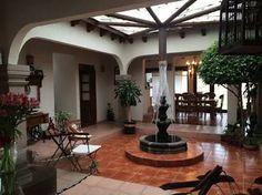 "Cozy House Type ""Hacienda Mexicana"" on One Floor in Chiluca, Edo. Hacienda Style Homes, Spanish Style Homes, Spanish House, Spanish Colonial, Backyard Privacy, Backyard Patio, Style At Home, Mexican Hacienda, Casa Patio"