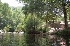 Op zoek naar een middelgrote familiecamping, midden in de natuur, van alle gemakken voorzien, in het zuid-oosten van Frankrijk? Dan kun je niet om camping l'Ardèchois heen. Deze camping onder Nederlandse leiding heeft zo'n 110 ruime kampeerplaatsen op verschillende groene terrassen aan een riviertje. De camping ligt in de heuvels ten westen van Valence, aan …