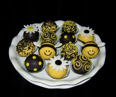 Bee Cake Balls. Bee Cakes, Cupcake Cakes, Cupcakes, Bee Food, Sunflower Cakes, Bee Party, Creative Cakes, Themed Cakes, Cookie Decorating