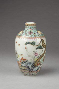Vase      Place of origin:      Jingdezhen, China (made)     Date:      1916-1935 (made)     Artist/Maker:      unknown (production)     Materials and Techniques:      Porcelain decorated in enamels and gilding