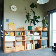 サイズはあえて大きめを?「ラック・シェルフ選び」▲スタッキングシェルフ:無印良品シンプルな枠組みの「ラック・シェルフ」は、使い方次第で、すっきり収納を叶える強い味方になってくれます、と能登 Toy Shelves, Shelving, Muji Home, Japanese Home Decor, Kids Room Organization, Minimalist Room, Interior Concept, Interior Decorating, Interior Design