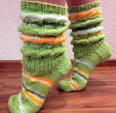 Knitted Slippers, Slipper Socks, Fashion Socks, Leg Warmers, Knitting, Women Socks, Woolen Socks, Manualidades, Breien