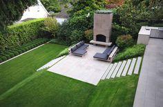 aménagement de jardin moderne avec gazon,cheminée et ardoises