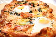eggs and bacon pizza