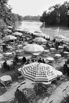 Seehaus-Terrasse am Kleinhesseloher See, 1937, Germany