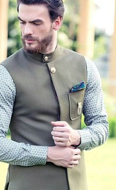 Updated New Traditional Mehndi Suits for Men For Yr 19 Ideas Nigerian Men Fashion, Indian Men Fashion, Mens Fashion Suits, Mens Suits, India Fashion Men, Mens Casual Suits, Wedding Kurta For Men, Wedding Dresses Men Indian, Wedding Dress Men