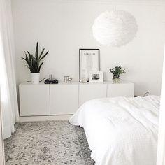 no Da avslutter vi kvelden med dette herlige soverommet hos… Home Bedroom, Bedroom Decor, Master Bedroom, Light Bedroom, Ikea Bedroom White, Bedroom Dresser Styling, Nordic Bedroom, Bedroom Ideas, White Bedrooms