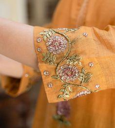 Zardozi Embroidery, Embroidery On Kurtis, Kurti Embroidery Design, Hand Embroidery Flowers, Embroidery Flowers Pattern, Flower Embroidery Designs, Simple Embroidery, Embroidery Fashion, Floral Embroidery