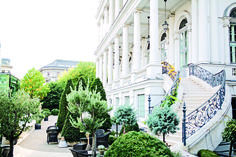 Palais Coburg is a hotel of its own category: composed of 34 outstanding superior suites, 2 excellent restaurants, a long history and an unique vienesse. Palace, Beautiful Web Design, Web Design Awards, Event Room, Spa Packages, Austria Travel, World Of Interiors, Town And Country, Interior Architecture