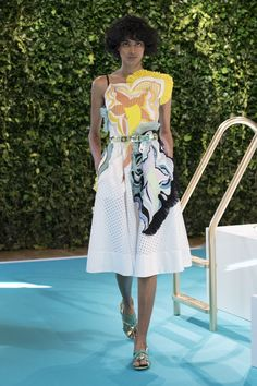See the complete Emilio Pucci Spring 2018 Ready-to-Wear  collection.