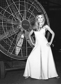Sharon Tate on the set of 'Valley of the Dolls', 1967. S)