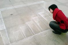 """From Xinmin: """"Chalk God"""" 3D street art, netizens hail him as an """"Architect"""" Yesterday, many photographs of 3D chalk art spread on Sina Weibo [a Chinese microblog service like Twitter], with the talented person who created these"""