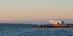 elongated-waterfront-house-with-amazing-sea-views-11.jpg