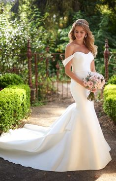 Style 914, Martina Liana. Silk off-the-shoulder gown with a structured bodice and a slight sweetheart neckline. #weddingdress