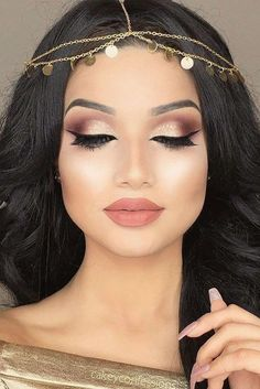 24 Charming Rose Gold Makeup Looks from Day to Night Gold makeup, as well as pink makeup, is really jazzy right now. Have you already tried this charming and trendy makeup look? Dramatic Wedding Makeup, Wedding Makeup For Brown Eyes, Wedding Hair And Makeup, Bridal Makeup, Hair Wedding, Wedding Gold, Wedding Night, Wedding Bridesmaids, Bridesmaid Makeup