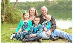 family of five photo shoot, fall family photos, Fresh Look Photography, Oak Grove Park, on the water, outdoor photo shoot, fall photos