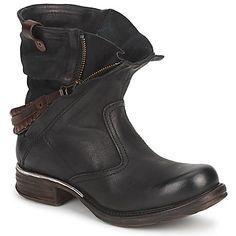 Si l'on ne devait choisir qu'une seule paire de boots pour accompagner tous nos looks de la saison, ce serait sans aucun doute sur cette création AirStep que l'on jetterait notre dévolu. Cuir travaillé, fermeture zippée et tige souple, elle a tout pour elle. - Couleur : Noir - Chaussures Femme 159,20 €