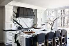 Luxury Kitchen Design, Interior Design Kitchen, Kitchen Decor, Kitchen Modern, Home Room Design, Dream Home Design, House Design, Custom Kitchens, Home Kitchens