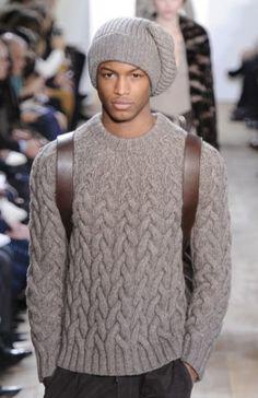 В вязальных интернетах вовсю рассматривают этот свитер от Майкла Корса, по крайней мере весь мой забугорный вязальный ридер.