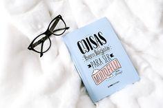 Esse é o livro menos livro do mundo: é uma experiência, um sorriso. É como um espelho, um presente. É um caderno e um álbum.