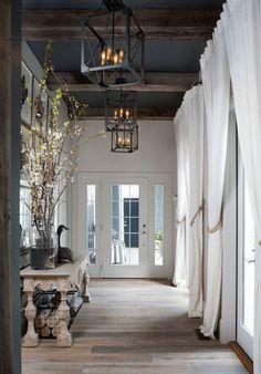 Luxe hal design inspiratie Het is nog steeds een onderschat interieur-onderdeel van het huis: de hal. De hal geeft bezoekers een eerste indruk van een woning, ontzettend belangrijk dus! Vandaag hebben wij een uitgebreide selectie luxe hal designs geselecteerd, heerlijk om even flink wat inspiratie op te doen… Beeld: Pinterest Wil jij op de hoogte blijven …