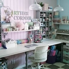 My craft inspiration: Marthe& corner, or scrapbook room for . - My craft inspiration: Marthe& corner, or scrapbook room for real girls - Sewing Room Design, Craft Room Design, Craft Room Decor, Craft Room Storage, Sewing Rooms, Room Organization, Sewing Studio, Space Crafts, Home Crafts