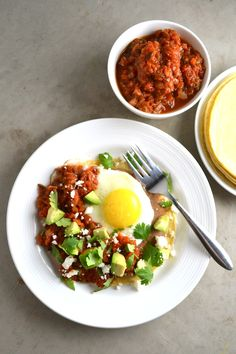 Huevos Rancheros - The ultimate protein and veggie packed breakfast, this huevos rancheros recipe is a serious crowd pleaser. It's beautiful. Mexican Food Recipes, Real Food Recipes, Healthy Recipes, Ethnic Recipes, Spanish Recipes, Delicious Recipes, Brunch Recipes, Breakfast Recipes, Sunnyside Up Eggs