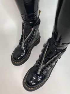 Nike Shoes, Shoes Sneakers, Shoes Heels, Crazy Shoes, Me Too Shoes, Sneakers Fashion, Fashion Shoes, Fall Shoes, Sneaker Boots