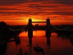 Tramonto sul Tower Bridget a Londra -