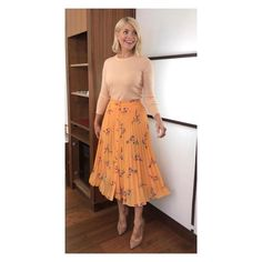 Holly Willoughby Outfits, Holly Willoughby Style, Blouse And Skirt, Dress Skirt, This Morning Fashion, Early Fall Outfits, Summer Outfits, Floral Pleated Skirt, Pleated Skirts