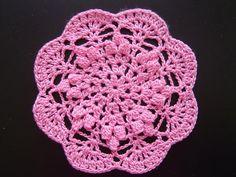 「ドイリー(パプコーン編み)」出来上がりサイズ 直径12cm[材料]オリムパス エミーグランデ カラー104