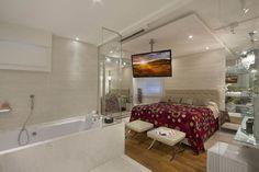 Décor do dia: quarto e banheiro unidos Suíte paulistana mescla luxo e conforto