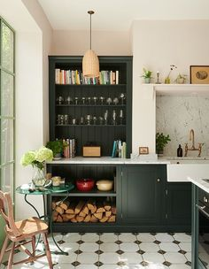 Green Kitchen Cabinets, 70s Kitchen, Basement Kitchen, Kitchen Tops, Kitchen Dining, Kitchen Ideas, Kitchen Trends, Pink Kitchen Walls, Olive Green Kitchen