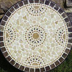 Table top design in grey Mosaic Wall Art, Mosaic Diy, Mosaic Garden, Mosaic Crafts, Mosaic Projects, Mosaic Glass, Mosaic Tiles, Glass Art, Mosaic Mirrors