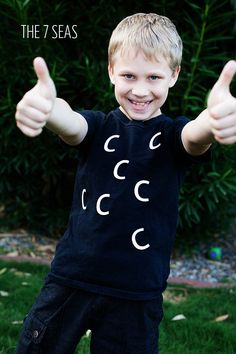 Awesome EASY DIY Halloween costume ideas. So funny! Great for tweens - The 7 Seas, get it?!