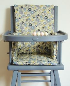 Coussin de chaise haute en Liberty Betsy verveine Demeure des Anges Liberty Betsy, Liberty Print, Chair, Bb, Craft Ideas, Inspiration, Couture, Furniture, Sewing
