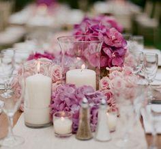 rosa Blüten weißer Tischläufer Kristall Vase