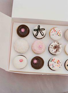 Georgetown Cupcake assorted dozen (photo credit: Elizabeth Messina)
