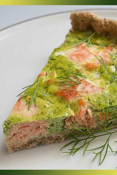 Tarte saumon et fanes de radis : Une magnifique tarte, qui fait rêver ! Tart Recipes, Pizza Recipes, Cooking Recipes, Healthy Cooking, Healthy Recipes, Salty Foods, How To Cook Fish, Cold Meals, Savoury Dishes