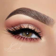 Hi, everyone Sorry for the lack of posts this week- I've been really under the weather! But here's a fun and easy glitter cut crease I did for you guys with my @hudabeauty Rose Gold palette. Check out the details below for the full product listing and step-by-step instructions if you want to recreate it! // 1️⃣Brows: Fill brows using @anastasiabeverlyhills Brow Definer (I used Medium Brown) and clean up the edges with concealer. Set with ABH Clear Brow Gel. 2️⃣Prime lids: